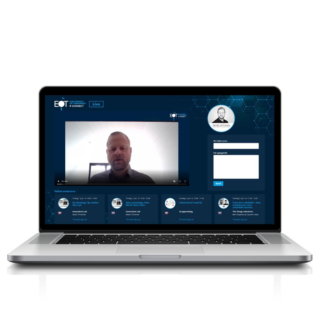 Laptop EOT platform Live Chat page
